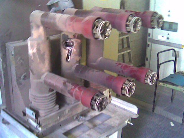 Interruttore MT sottovuoto, poli esplosi.
