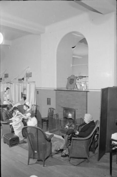 GUY'S HOSPITAL LIFE LONDON HOSPITAL ENGLAND 1941 (D 2337)