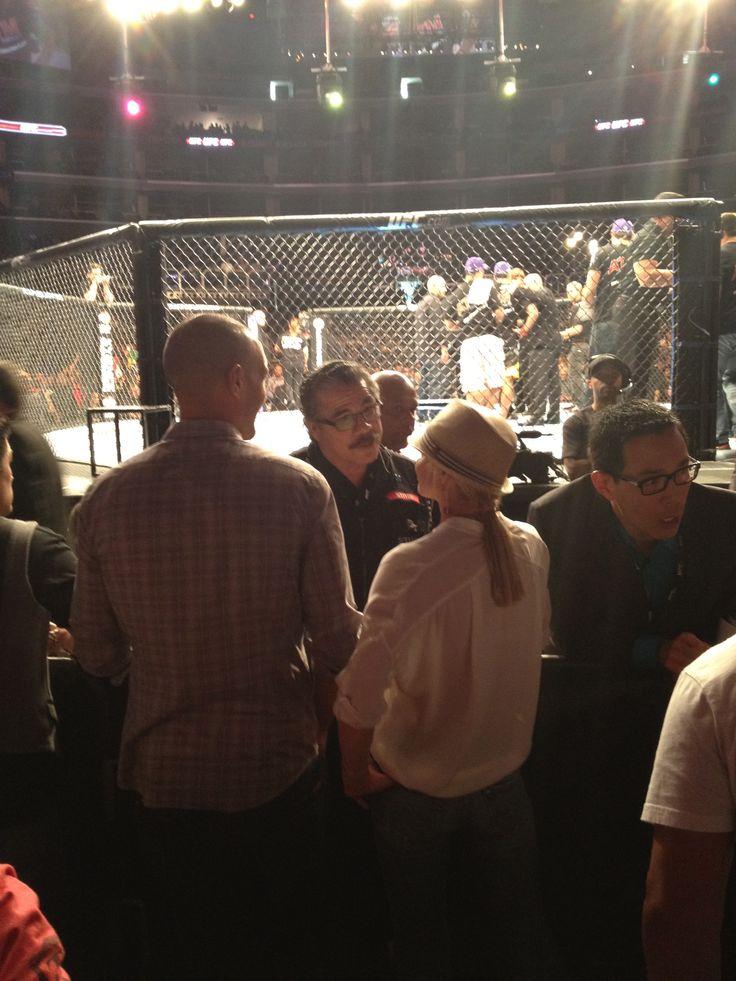 """Jaime Pressly talking w/ UFC Cutman Jacob """"Stitch"""" Duran"""