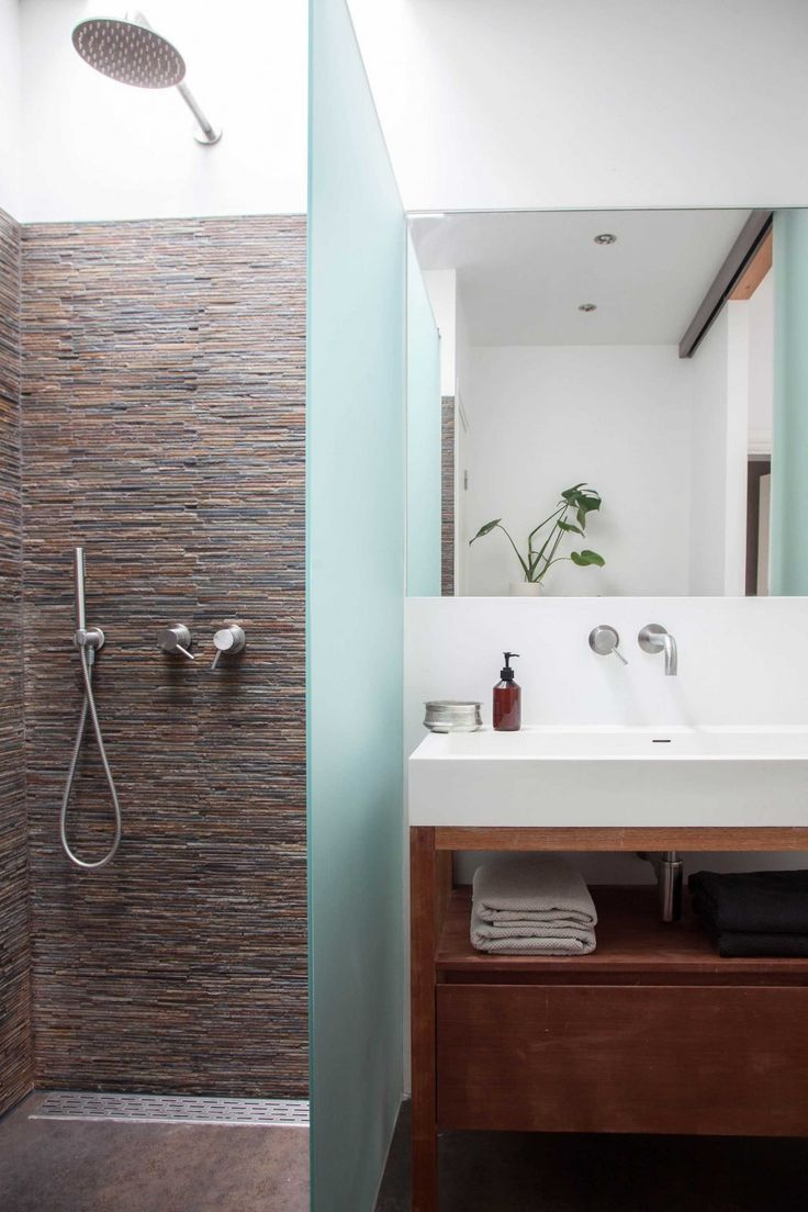 Meer dan 1000 ideeën over kleine smalle badkamer op pinterest ...
