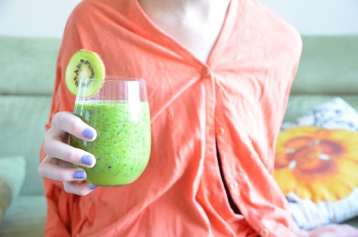Мой любимый цвет, мой любимый вкус утра!  Очищающий зеленый #смузи #киви #кале.   #утро #пп #зож #правильное питание #завтрак #детокс #clean #cleanfood #cleanse #detox