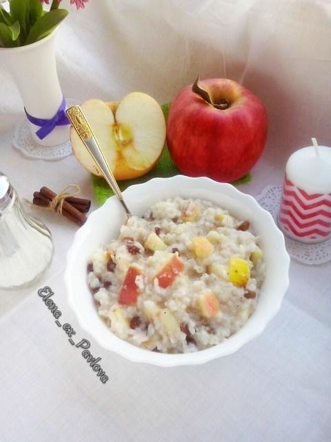 Каша Рисовая с изюмом, яблоком и корицей.