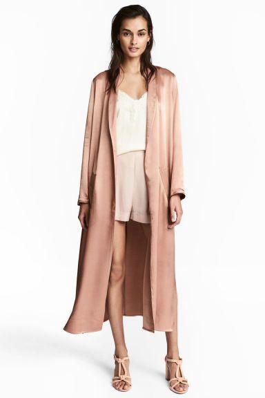 Abrigo largo de satén - Color maquillaje - MUJER | H&M ES
