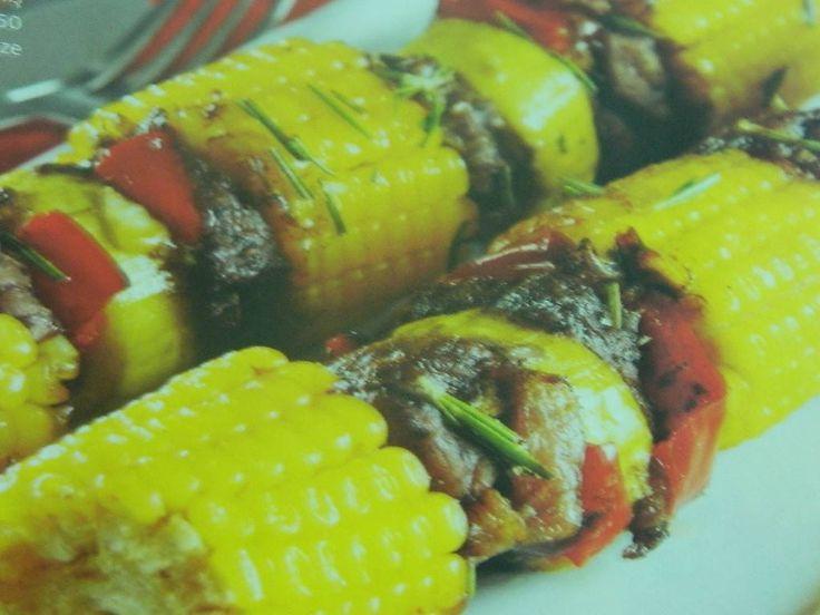 Mısır şiş tarifi, Eti Mısırla Buluşturan Yemek tarifi, Yemek Gemisi'nden. yemekgemisi.com #mısır #etyemekleri #yemektarifleri