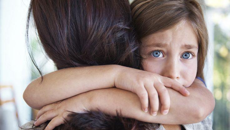 Comment aborder le délicat sujet de la mort avec les enfants ? Si les parents ont tendance à éviter le sujet pour mieux les protéger...
