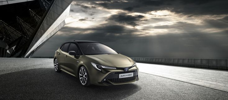 The 2019 Toyota Corolla hatchback, or Auris in European markets, made its debut on Tuesday at the 2018 Geneva motor show. The car is highlighted by chiseled new looks, and the Japanese automaker is doubling down on hybrid power for the popular compact car. The 2019 Corolla hatch will feature just one conventional internal-combustion engine: a 1.2-liter…