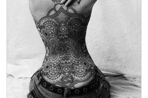 joli tatouage maorie dos complet bustier femme pinterest bustier femme tatouages maoris et. Black Bedroom Furniture Sets. Home Design Ideas