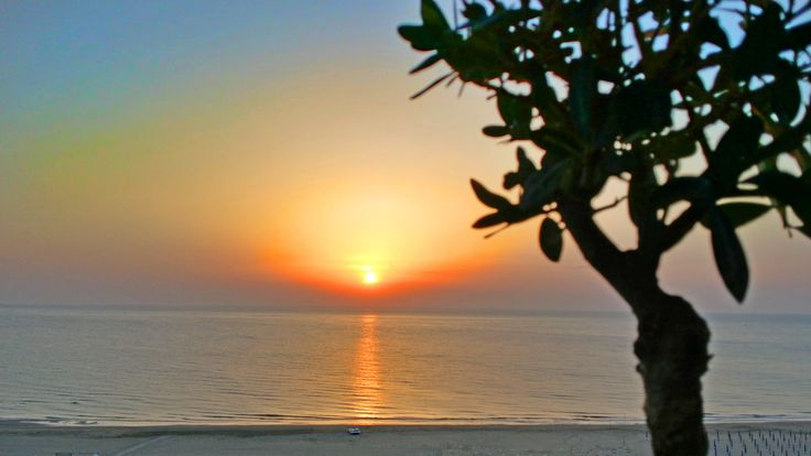 #sunrise #moring #abruzzo #vasto #chieti #naturephotography #beauty #sea #beach #mare #spiaggia #italy #italia #city #abruzzo_nel_cuore #alba #sole #immobiliarecaserio #exclusiveproperty