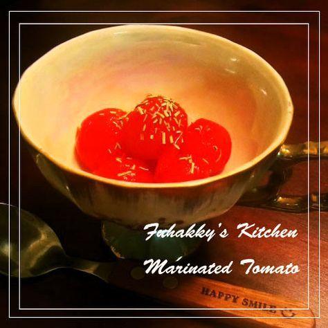 BARで伝授★美味しいミニトマトマリネ    老舗BARのマスターに教わったおいしいミニトマトの食べ方をアレンジ!とっても簡単です♪カテゴリ掲載感謝です★ FUHAKKY   材料 ミニトマト お好きなだけ 砂糖 大さじ1 塩 小さじ半 水 ミニトマトにかぶるくらい   作り方  1   鍋に水(分量外)をはり、沸騰させたらミニトマトを投入して約10秒~   2   火からおろし、流水で冷ます   3   タッパ等に砂糖、塩を入れミニトマトのヘタを取り皮むきし、タッパに投入する。皮も使います   4   トマトにかぶるくらいの水を入れたら、タッパごとシェイク!砂糖と塩をなじませる。冷蔵庫で約1~2時間です コツ・ポイント 塩加減は調整してみて下さい。私は濃い目です。  お皿に盛り付けたらお酢をかけても美味です!  すぐに食べれますが、冷やした方が断然美味しいです。  皮も美味しいですよ~ レシピの生い立ち とある老舗BARに行った時、お酒を飲めない私にマスターが出してくれました。  とても感動したので、自宅でアレンジしてみました!  写真はローズマリーをかけています…