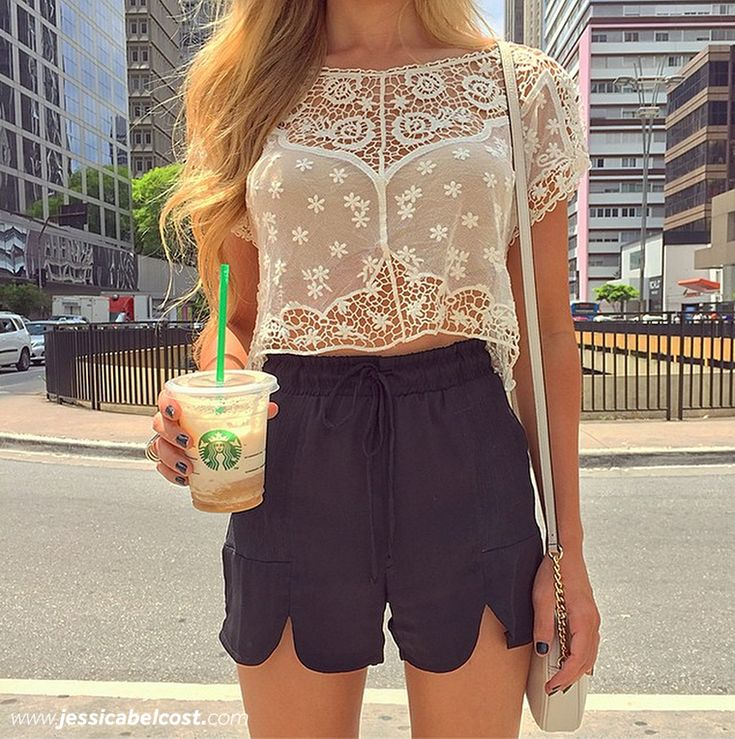 look-starbucks-shorts-preto-blusa-renda