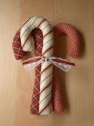 Con retazos de tela. (make candy canes to go with ones i already have and tie together like this in sets)