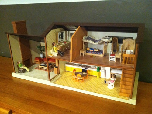 2fa18d620dbb4c184f91903a8576173a  tomy dollhouse furniture - Tomy Smaller Homes And Gardens Dollhouse For Sale