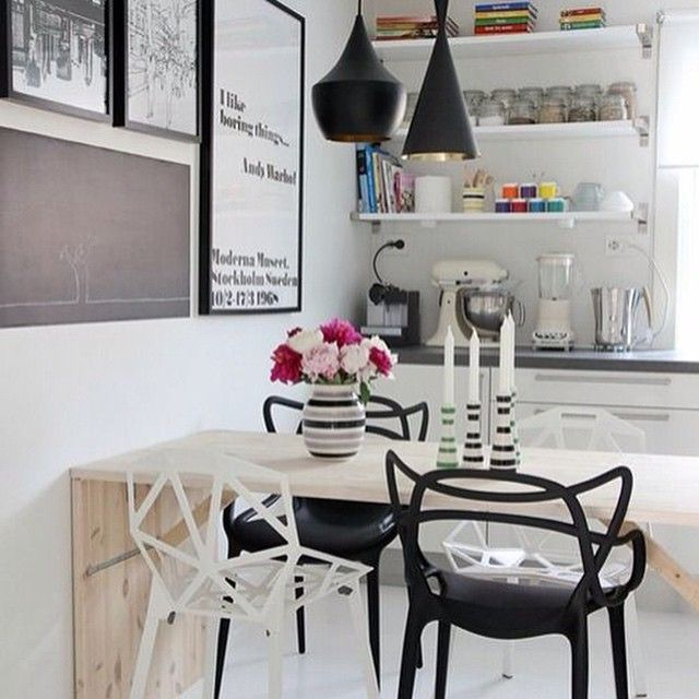 Etageres #interior#inspiration#interiør#interior123#interior4all#interior4you#interiorforyou#interiorforall#interiordecor#interiordesign#roomforinspo#roominterior#interiorforinspo#interiornspiration#interiorideas#interiorstyling#homeideas#homedecor#inspirasjon#homestyling#rom123#interior_and_living#interior444#onlyinterior#passion4interior#blackandwhite#nordic#nordicinterior#decor