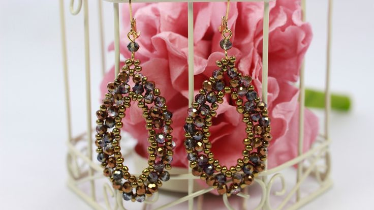 Magnificient earring with crystals and sead beads.