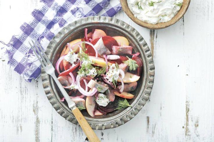 Kijk wat een lekker recept ik heb gevonden op Allerhande! Bietensalade met haring