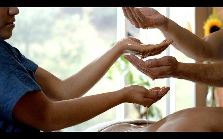 Rejuvenece tu piel con este poderoso masaje a cuatro manos