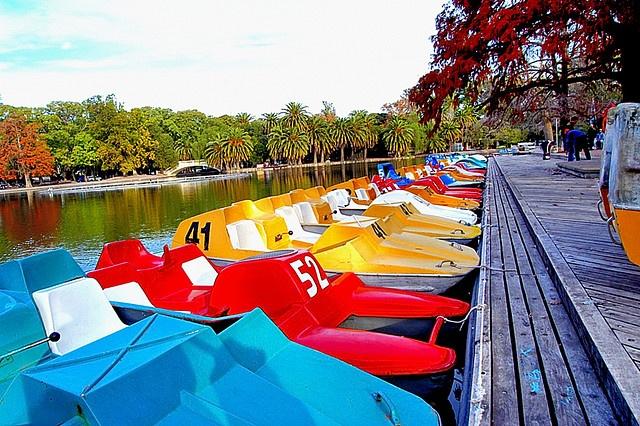 Botes en el lago del Parque Independencia