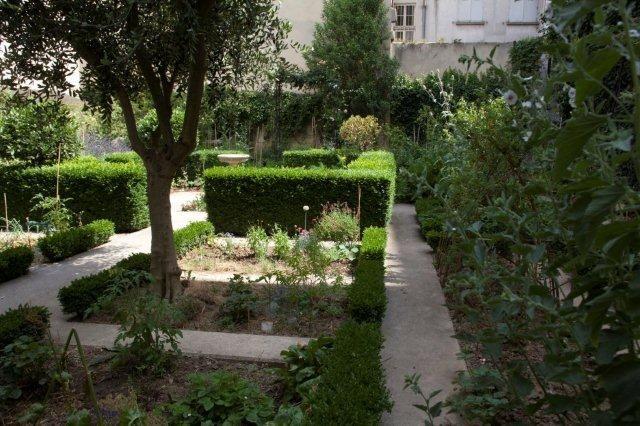17 best images about des oasis vertes dans paris on pinterest gardens places and atelier - Jardin du clos des blancs manteaux ...
