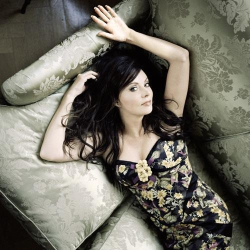 Sarah Brightman. Everyone go listen to her music. Beautiful.