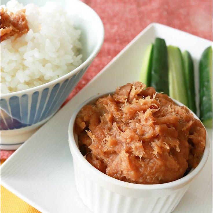 「ツナ缶で簡単 アンダンスー」の作り方を簡単で分かりやすい料理動画で紹介しています。沖縄料理アンダンスー(油みそ)をツナで作るレシピです。 アンダンスーは油みその意味で、油と味噌を使った保存食として古くからあるメニューです。 豚肉を使用する事の多いアンダンスーですが、このレシピではツナを使ってお手軽にできますよ。 ご飯にもお野菜ディップにもおすすめです。