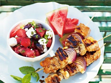 Chickenskewer with a fruity salad