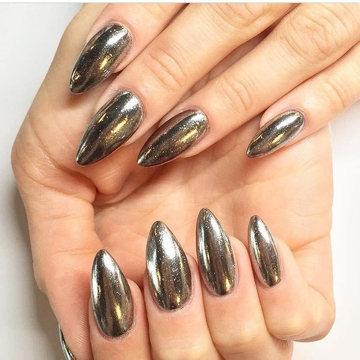 DIY The Nails The Internet Is Currently Dying Over | Chrome nails ...