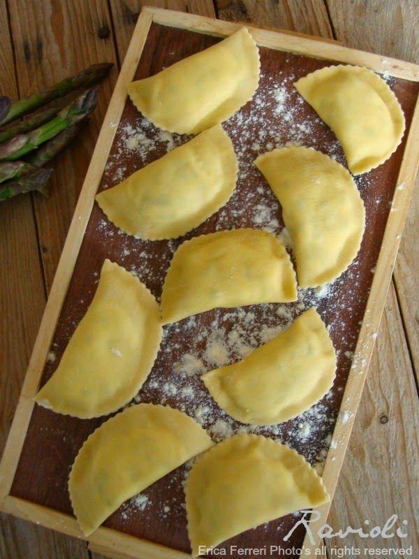 ravioli stuffed with asparagus - Ravioli con ripieno di asparagi