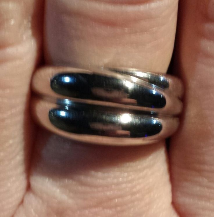 My new Breuning silver collection trinity ring <3