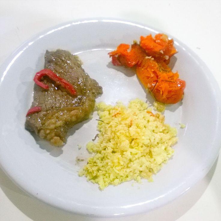 Minha marmita preferida: Arroz de couve-flor abóbora assada e bife de picanha. Huuumm da para lamber o prato! #lowcarb #paleobrasil #paleorj #paleofood #bichoeplanta2016 #bichoeplanta #youcandothis #vcpodevcconsegue #whole30brasil #whole30rj #whole30 #paleolifestyle #comidadeverdade #changeyourlife #keto #arrozdecouveflor #aboboraassada by vcpodevcconsegue