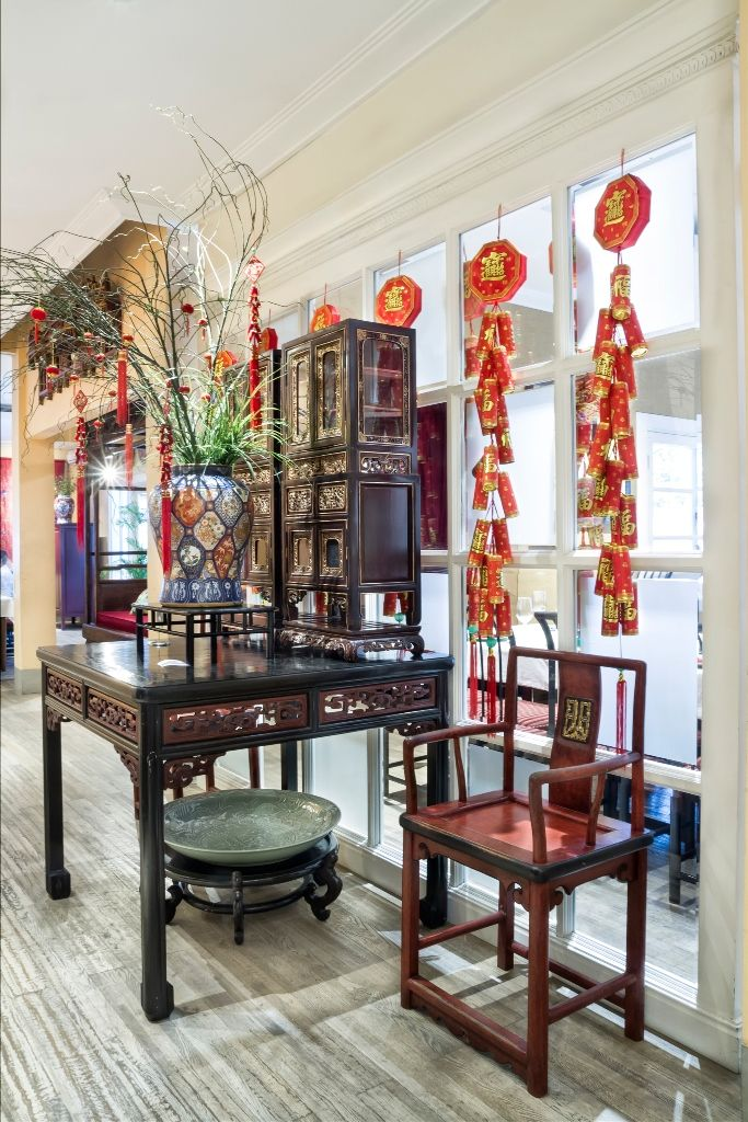 Gaya desain oriental peranakan di Merah Delima Resto.