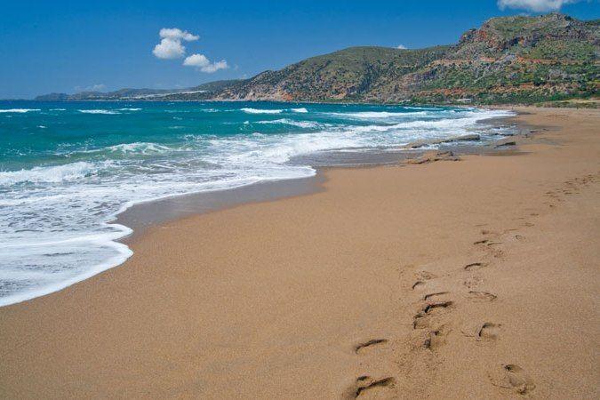 Die Strände auf Kreta sind vielfältig. So kann man im Griechenland-Urlaub zwischen vielen schönen Sandstränden, Kieselstränden und FKK-Stränden wählen.