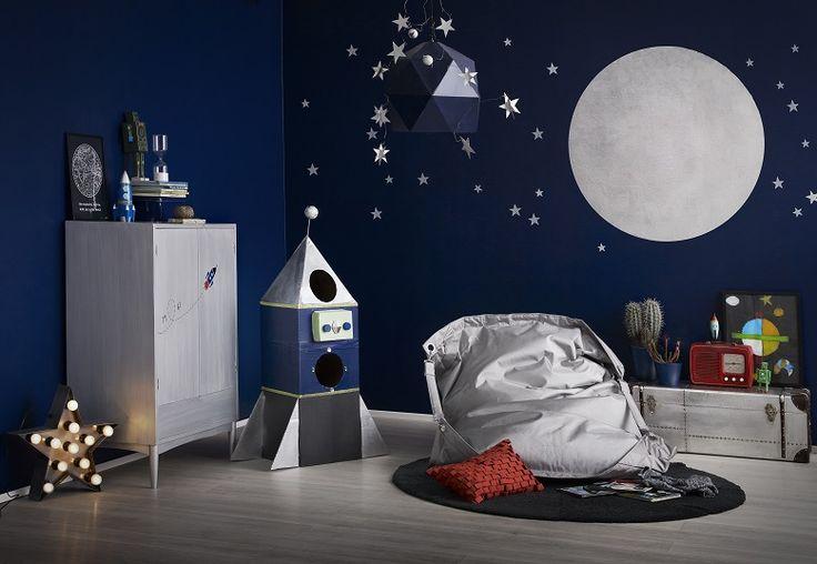 Astronautin unelma! Maalaa pimeässä hohtava seinälle ja anna mielikuvituksen lentää. Katso ohjeet.