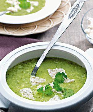 Sopa de coentros. Uma cor e um sabor fantásticos, para começar a refeição em…