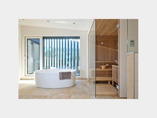 Freistehende Badewanne Und Saunabereich Im Badezimmer: Luxus Pur In Der  Heimischen Wellness Oase!