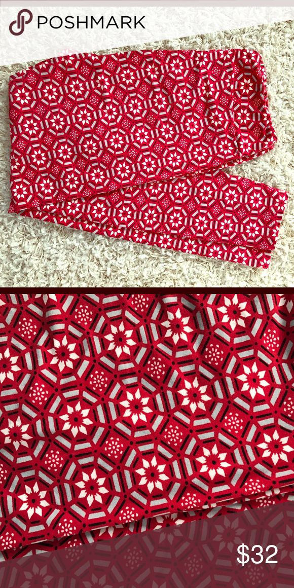 LulaRoe Tall/Curvy Red Leggings Love this print!  It came out in December 2015, I just didn't end up having anything to wear with them. Washed once per Lularoe instructions. The print is geometric, snowflake-ish, star-ish. Gorgeous! LuLaRoe Other