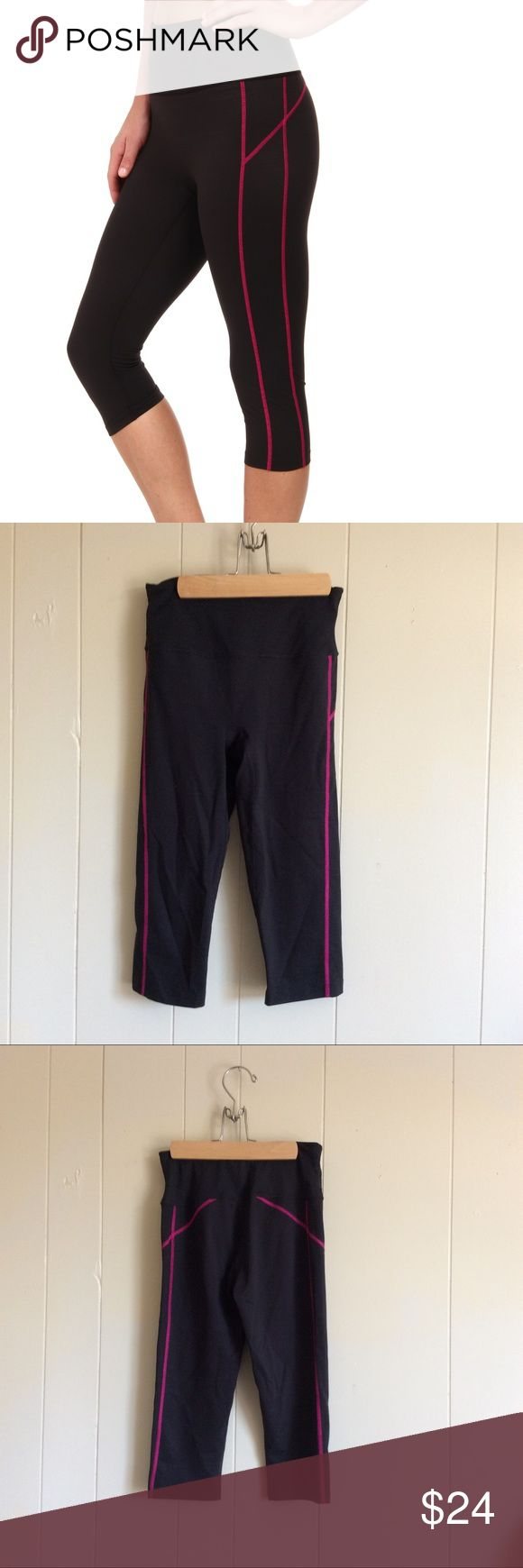 Sz Small NWOT SPANX compression knee pants black NWOT spanx size small athletic compression knee pants black with pink detailing. SPANX Pants