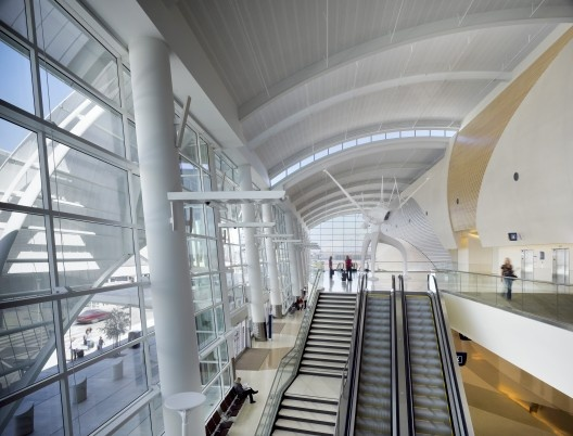 norman y. mineta san jose international airport terminal b by fentress architects. CALIFORNIA.