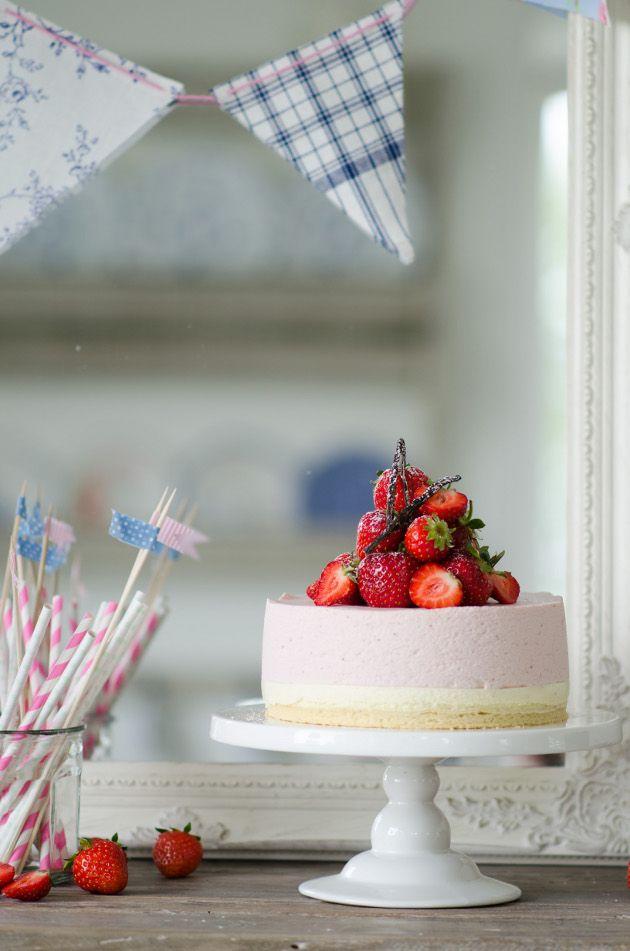Louise´s Spis: Strawberry Mousse Cake (Jordgubbsmoussetårta)