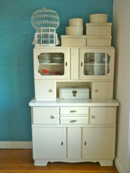 altes k chenbuffet im ess balkonzimmer. Black Bedroom Furniture Sets. Home Design Ideas