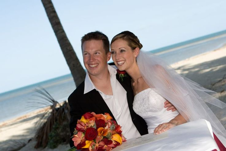 Congratulations to Erin and Toliver from Canada who were married in gorgeous Port Douglas. Plan your Australian wedding now.