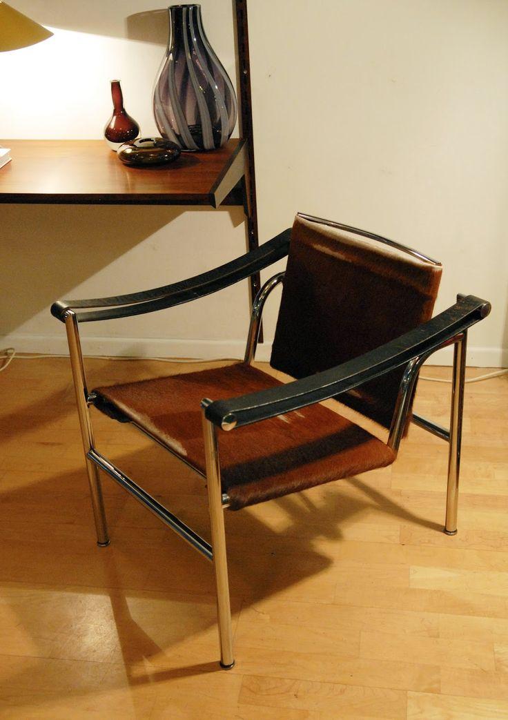 Fauteuil LC1, design Le Corbusier, Pierre Jeanneret, Charlotte Perriand. Edition Cassina 1965.