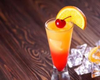 Tequila sunrise : http://www.fourchette-et-bikini.fr/recettes/recettes-minceur/tequila-sunrise.html