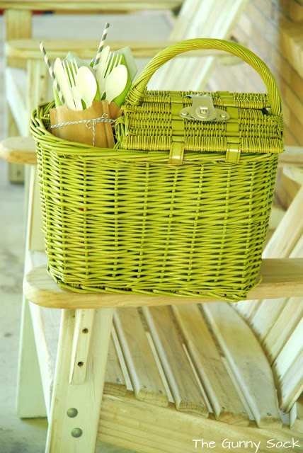 old brown picnic basket-fabric inside removed and painted