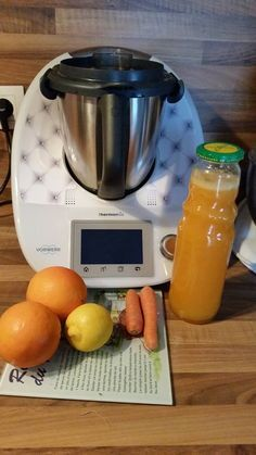 Pour le matin, je vous propose aujourd'hui le, jus de fruits A.C.E.   INGRÉDIENTS 1 citron non traité 1/2 carotte 70 g de sucre 2 oranges à jus non traitées 550 g d'eau  PRÉPARATI...
