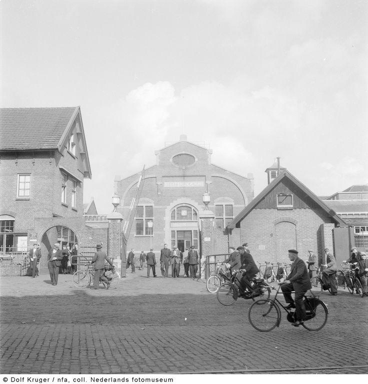 Hoofdingang van Staatsmijn Emma, Hoensbroek (1955) hier heeft mijn vader tot de sluiting gewerkt (bovengronds)