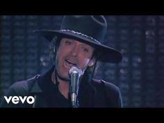 Music video by Soda Stereo performing Sobredosis De TV. (C) 2008 Sony Music Entertainment Argentina S.A. Suscríbete al canal de Soda Stereo en YouTube: http:...