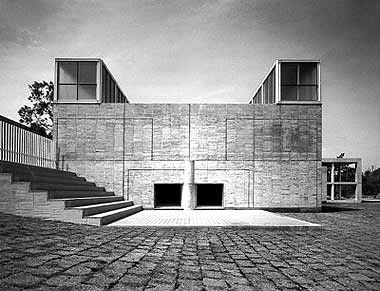 Iwasaki Art Museum (1979) Ibuski, Japan Fumihiko Maki