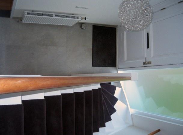 | leisteen grijze vloertegels van 600x600mm in de hal en toilet ruimte gebruikt