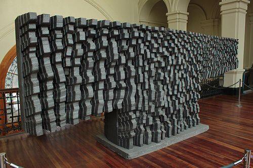 Federico Assler | Escultura Gris (2009)