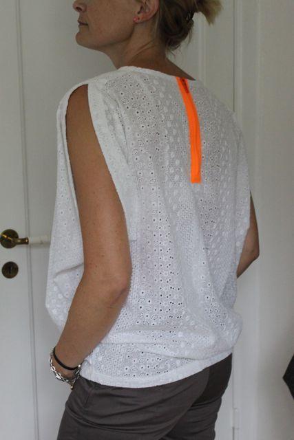bluse med neon lynlås i ryggen